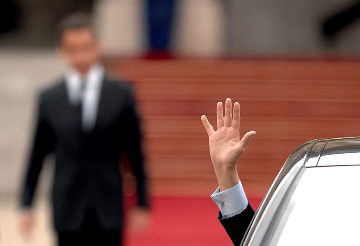 16 mai 2007, le président Chirac quitte l'Élysée en voiture, laissant la place à son successeur Nicolas Sarkozy. ©Eric Feferberg / AFP