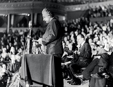 Discours en faveur des refugiés au Royal Albert Hall à Londres, 10 mars 1933 © Suddeutsche Zeitung/Rue des Archives