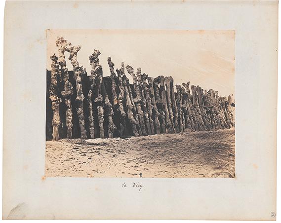 Album des proscrits: Victor Hugo à Jersey, photographie d'Auguste Vacquerie prises entre 1852 et 1853 © RMN-Grand Palais (domaine de Compiègne) / image Compiègne