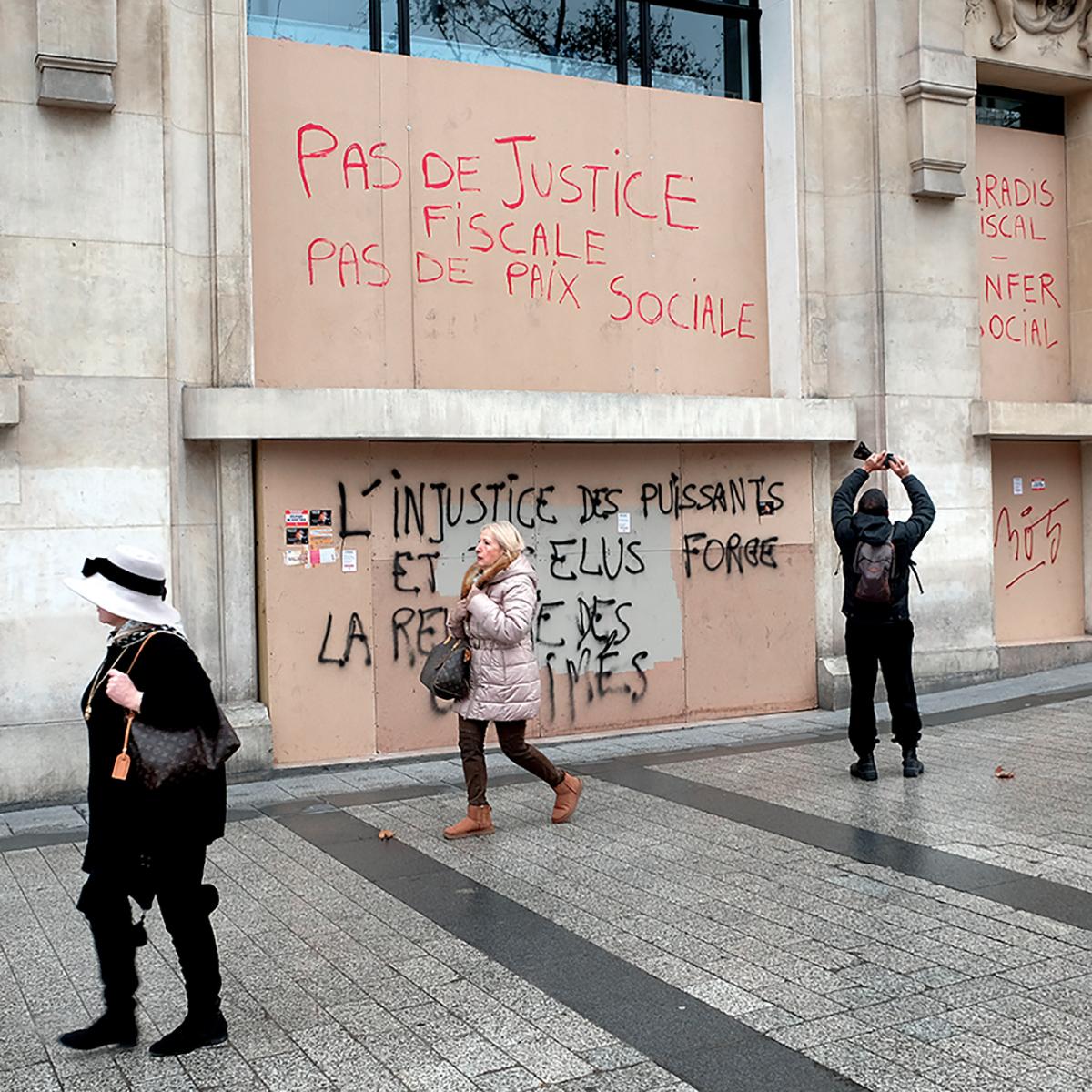 Siège social de la banque HSBC au lendemain de l'acteIX des Gilets jaunes, Paris, 13janvier 2019 ©Xavier Testelin/ Divergence