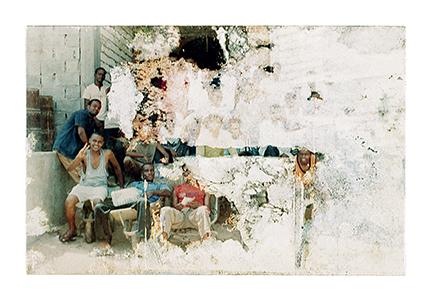 Reproduction photographique d'une image échouée (Lampedusa, 2010), Par Samuel Gratacap