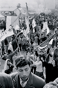 Manifestation au Clos-Salembier (aujourd'hui El-Madania), Alger, 1960  © Nicolas Tikhomiroff/Magnum Photos