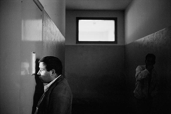 Hôpital psychiatrique à Naples (Campanie)©Raymond Depardon /Magnum Photos
