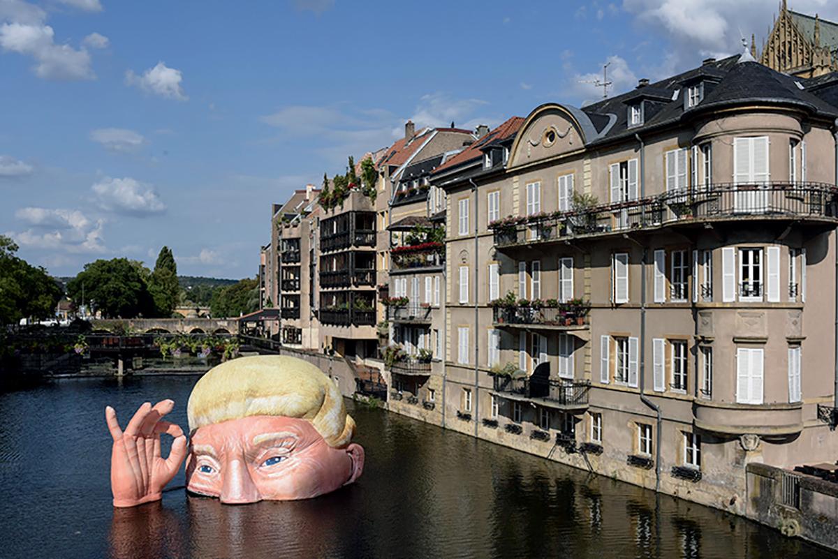 Everything is Fine, œuvre gonflable à l'effigie de Donald Trump conçue par Jacques Rival, festival Constellations de Metz, été 2019 ©Sebastien Salom Gomis/ Sipa